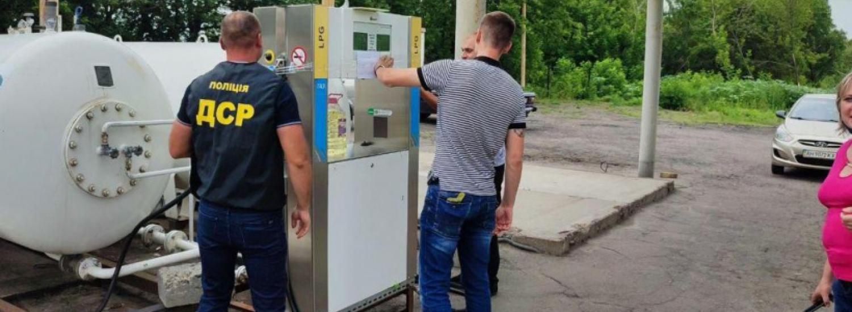 На Донеччині за результатами перевірок АЗС та місць зберігання пального вилучено обладнання на суму 220 тисяч гривень та 7,8 тонн пального