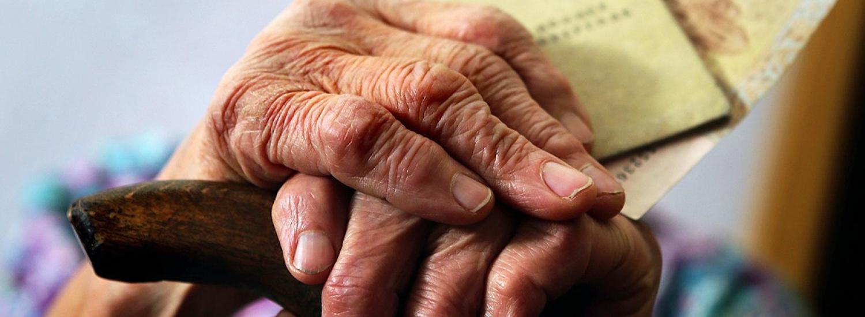 Пенсійний вік для частини українців підвищується з 1 квітня: кого це торкнеться