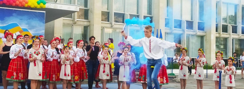 У Рубіжному, що на Луганщині, відсвяткували День Конституції України: фотогалерея