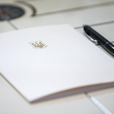 Зеленський підписав закон щодо компенсації працівникам медзакладів ПДФО, утриманого з їхніх доплат до заробітної платні