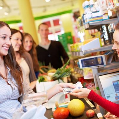 Українці зможуть отримувати готівку з банківських карт, не відходячи від каси