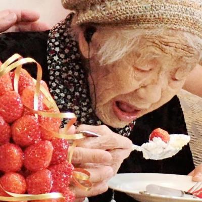 Найстаріша жінка світу побила черговий рекорд: свято з шоколадом і кока-колою