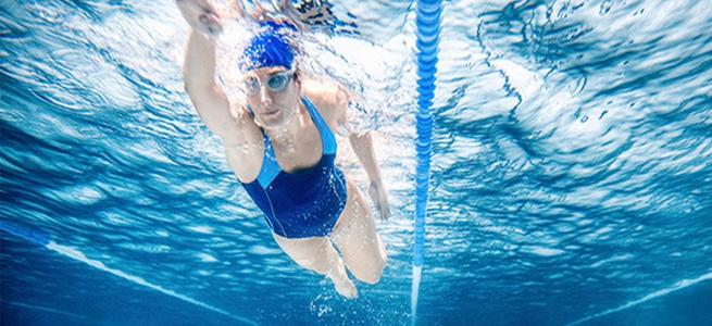 Лікарі назвали хвороби, які можна вилікувати плаванням