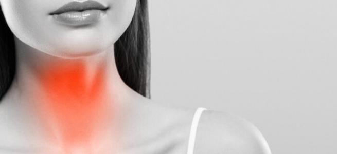 Лікарі розповіли як позбутися болю в горлі в домашніх умовах: дієві засоби