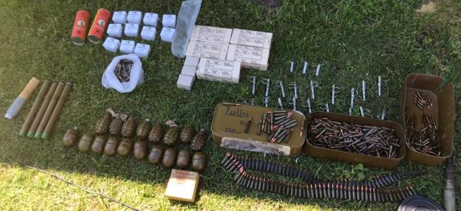 СБУ виявила поблизу лінії розмежування схованку зі зброєю: власника арсеналу затримано