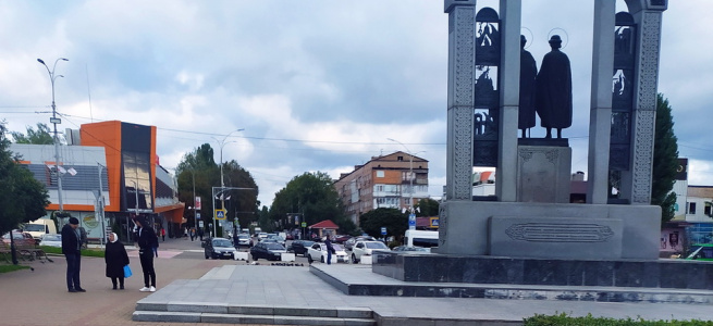 """Жителька Нових Петрівців звинувачує сільського голову у """"крадіжці"""" будинку"""