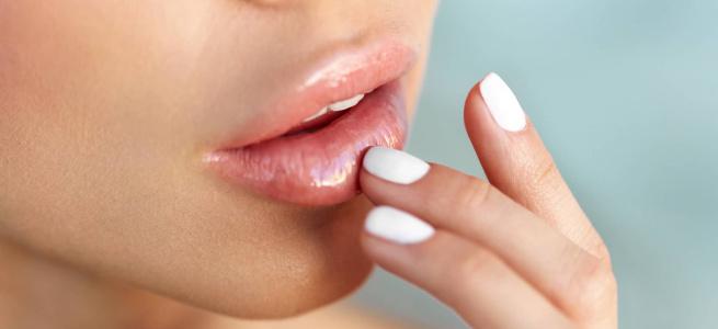 Фахівці розповіли як правильно доглядати за губами в морозну погоду