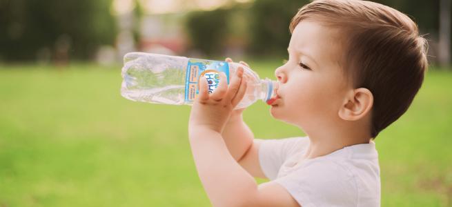Ніколи не давайте дітям ці напої: прихована небезпека для здоров'я дітей