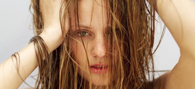 Турбує жирне волосся: ось причини, чому ваше волосся так швидко жирніє