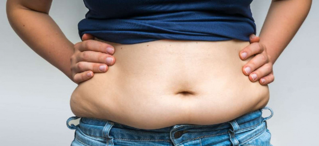Лікар назвав звичку, що веде до зростання жиру на животі