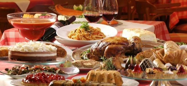 Дієтологиня розповіла як  залишатися стрункою і вберегти себе та інших від переїдання