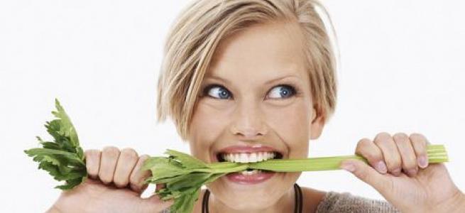 Дієтолог розкрила список продуктів, здатних відбілити зуби