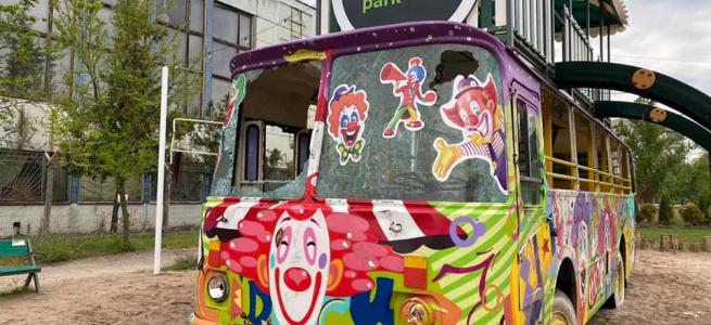 У Сєвєродонецьку вандали розгромили арт-автобус в одному з міських парків (ФОТО)