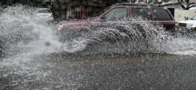 Потужна злива затопила Тернопіль: автівки пливуть дорогою