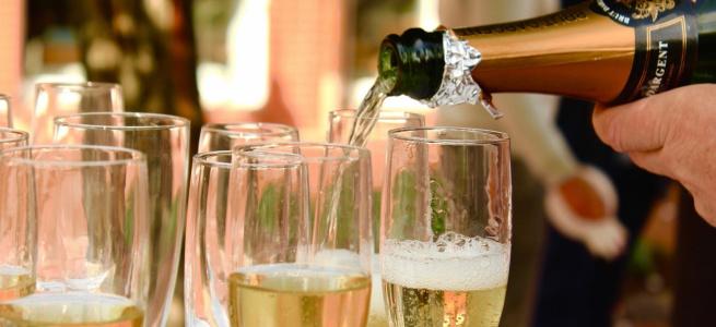 Вчені довели, що шампанське міцніше за будь-який алкоголь