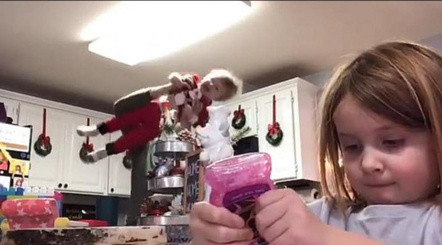 Батьки такі батькі: американець зіпсував донці відео, станцювавши на задньому плані